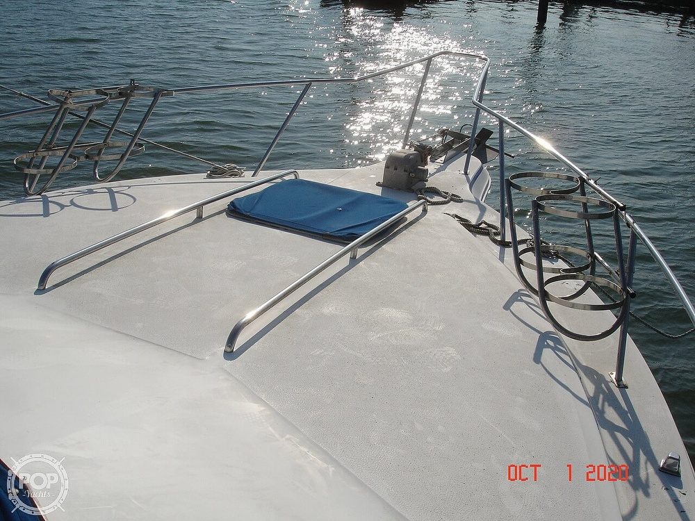 1989 Sea Ray boat for sale, model of the boat is 300 Sedan Bridge & Image # 25 of 40
