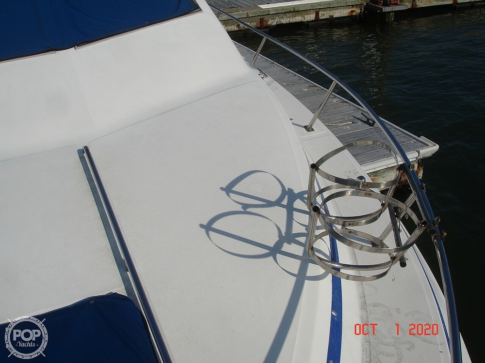1989 Sea Ray boat for sale, model of the boat is 300 Sedan Bridge & Image # 28 of 40