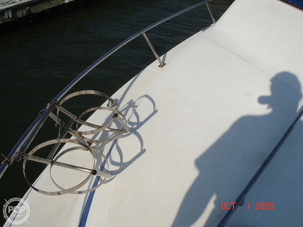 1989 Sea Ray boat for sale, model of the boat is 300 Sedan Bridge & Image # 29 of 40