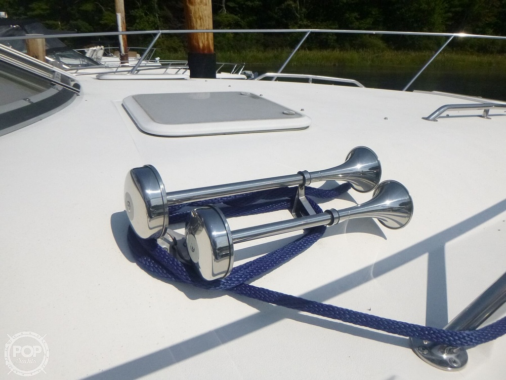 2006 Larson boat for sale, model of the boat is 330 Cabrio & Image # 21 of 40
