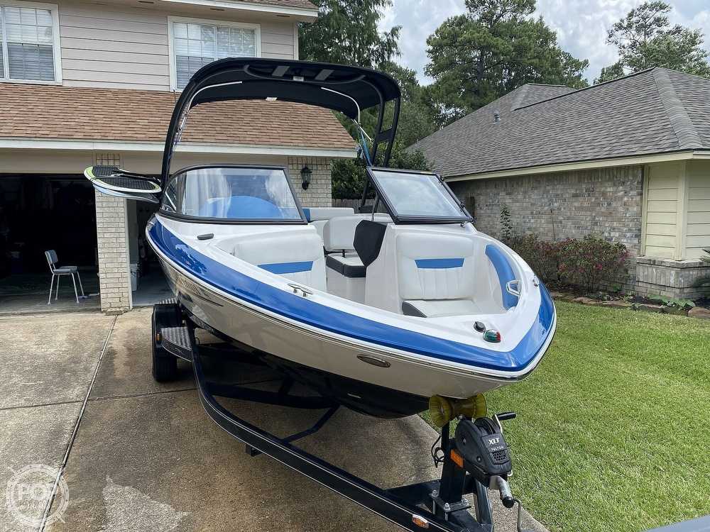 2018 Regal boat for sale, model of the boat is 1900 ESX Surf & Image # 3 of 40