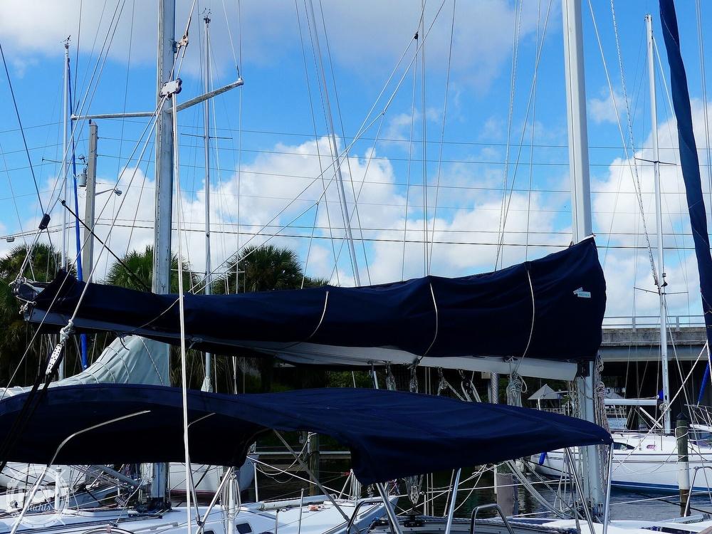 1992 Hunter boat for sale, model of the boat is Legend 37.5 & Image # 7 of 40