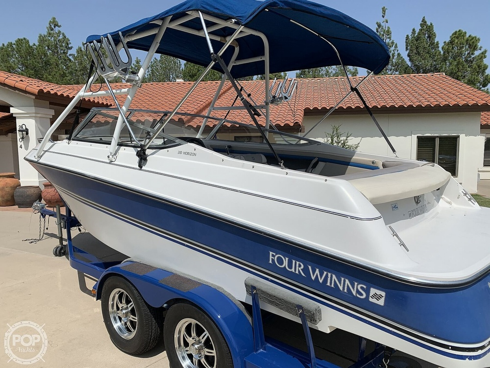 1993 Four Winns boat for sale, model of the boat is Horizon 210 & Image # 2 of 40