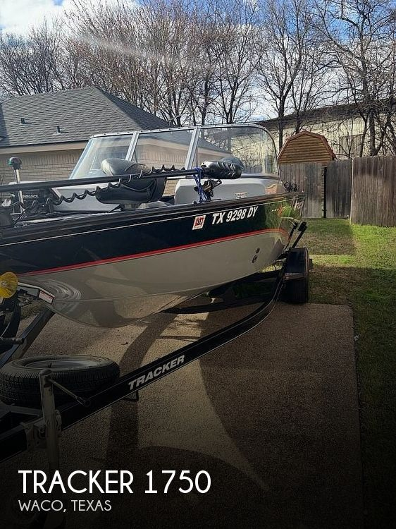 Used Tracker Fishing boats For Sale by owner | 2014 Tracker Pro V Guide 1750 Wt