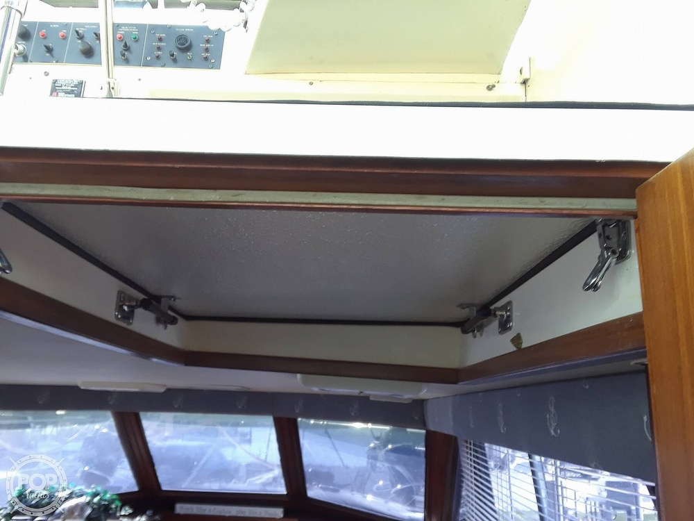 1988 Hatteras boat for sale, model of the boat is 40 Dual Cabin Motor Yacht & Image # 10 of 40