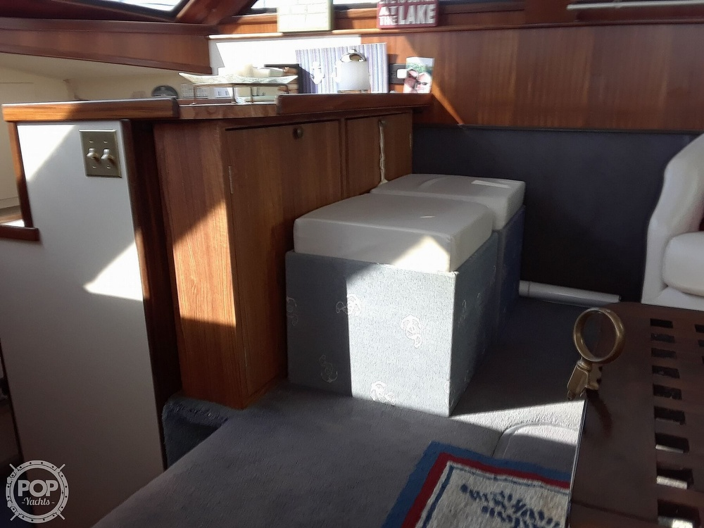 1988 Hatteras boat for sale, model of the boat is 40 Dual Cabin Motor Yacht & Image # 25 of 40