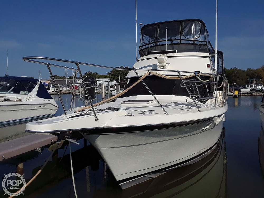 1988 Hatteras boat for sale, model of the boat is 40 Dual Cabin Motor Yacht & Image # 2 of 40