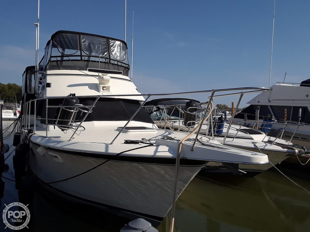 1988 Hatteras boat for sale, model of the boat is 40 Dual Cabin Motor Yacht & Image # 3 of 40