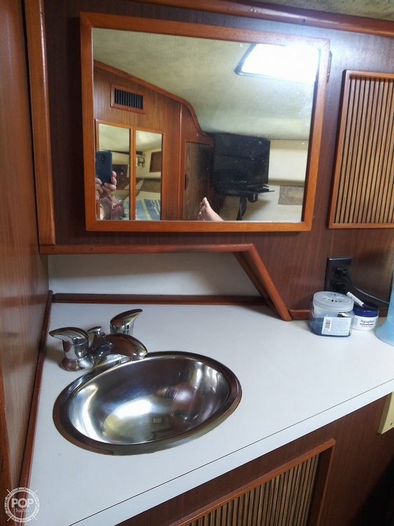 1987 Sea Ray boat for sale, model of the boat is 390 Express Cruiser & Image # 4 of 40