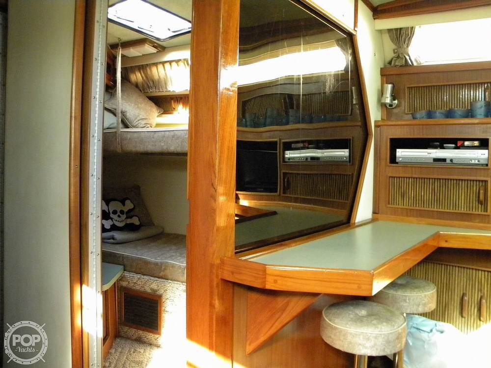 1987 Sea Ray boat for sale, model of the boat is 390 Express Cruiser & Image # 5 of 40