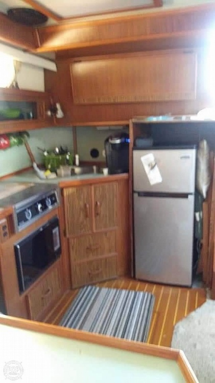 1987 Sea Ray boat for sale, model of the boat is 390 Express Cruiser & Image # 7 of 40