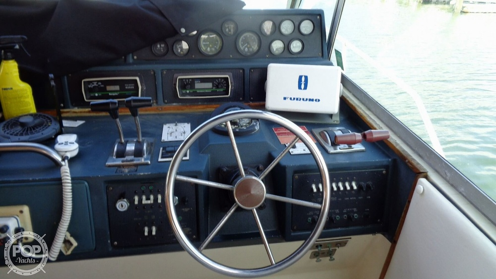 1987 Sea Ray boat for sale, model of the boat is 390 Express Cruiser & Image # 30 of 40