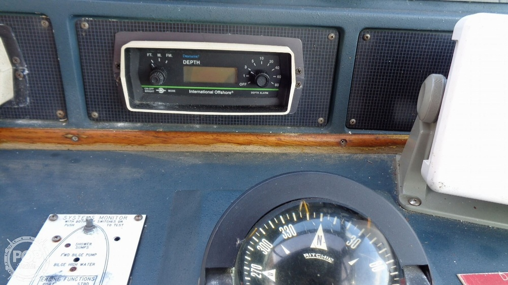 1987 Sea Ray boat for sale, model of the boat is 390 Express Cruiser & Image # 33 of 40