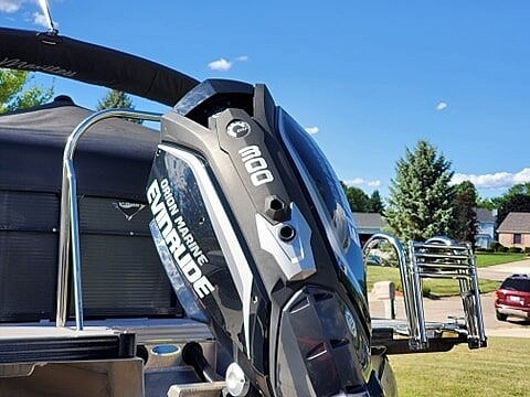 2018 Manitou boat for sale, model of the boat is Oasis SHP & Image # 8 of 25