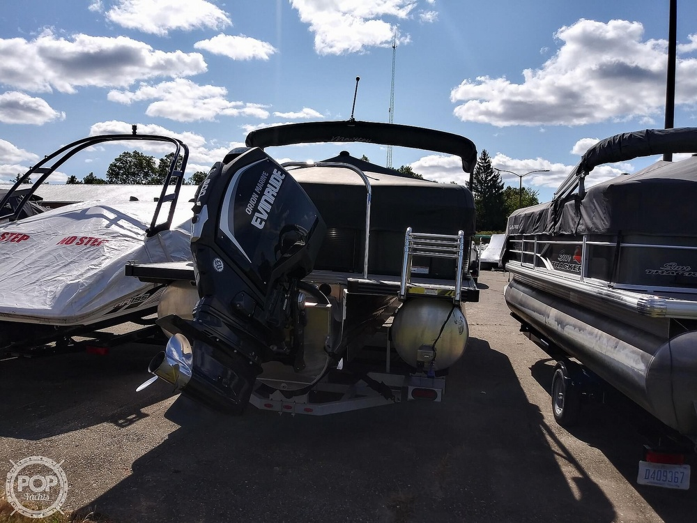 2018 Manitou boat for sale, model of the boat is Oasis SHP & Image # 10 of 25