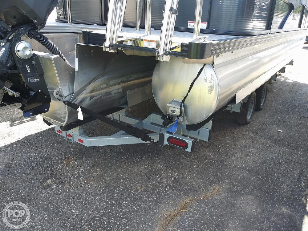 2018 Manitou boat for sale, model of the boat is Oasis SHP & Image # 11 of 25