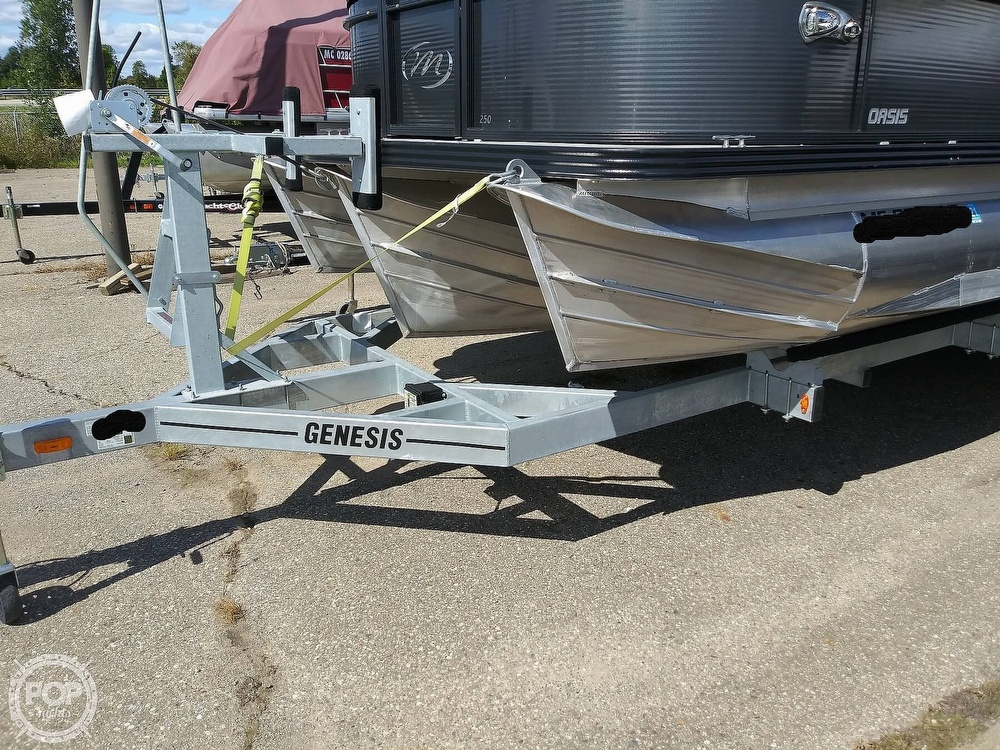 2018 Manitou boat for sale, model of the boat is Oasis SHP & Image # 2 of 25