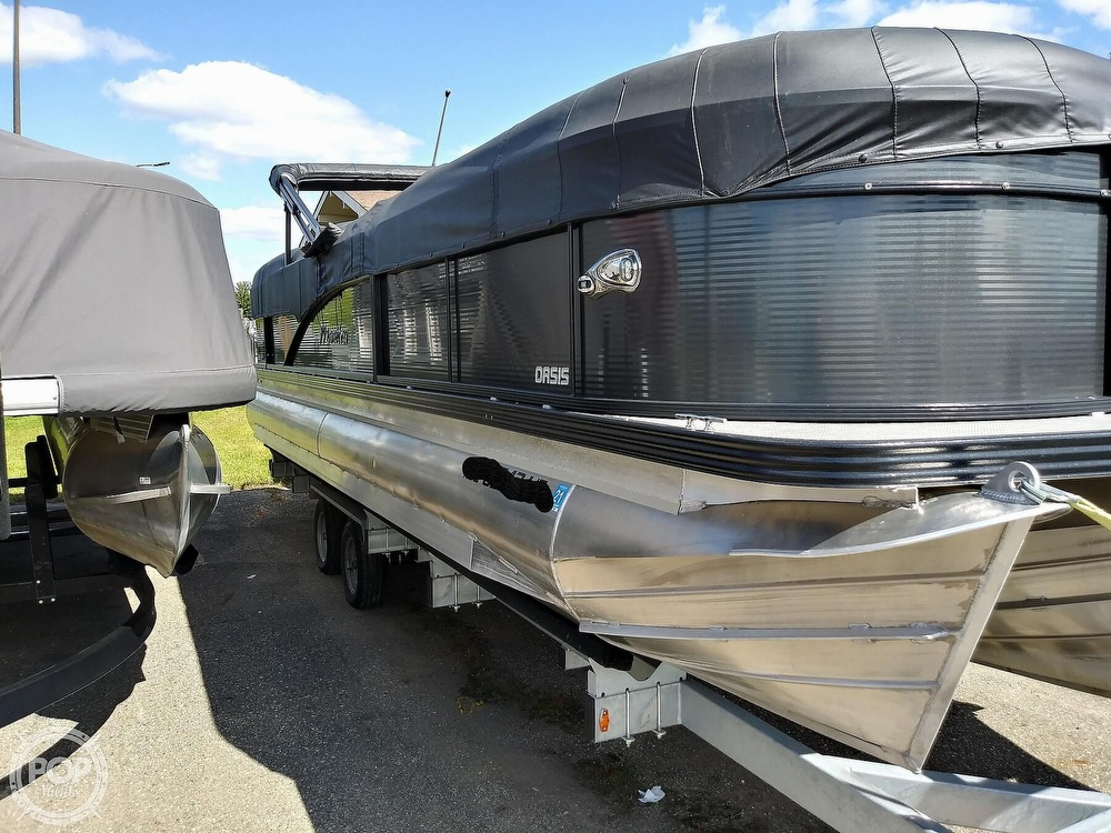 2018 Manitou boat for sale, model of the boat is Oasis SHP & Image # 24 of 25