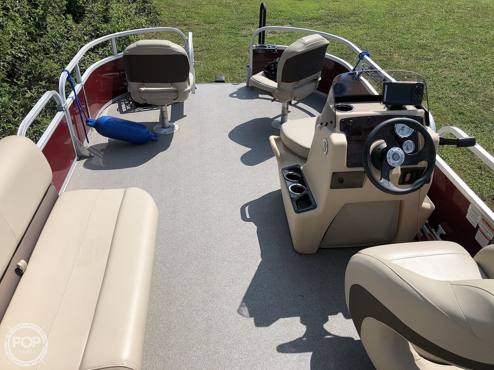 2018 Sun Tracker boat for sale, model of the boat is BASS BUGGY 18 DLX & Image # 7 of 12