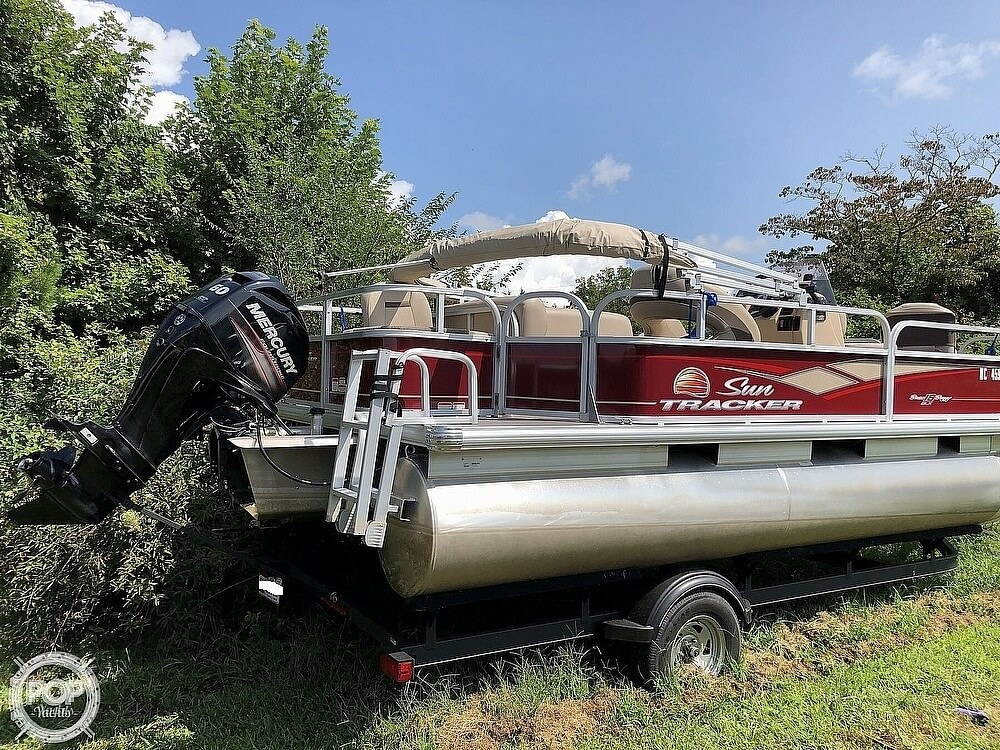 2018 Sun Tracker boat for sale, model of the boat is BASS BUGGY 18 DLX & Image # 9 of 12