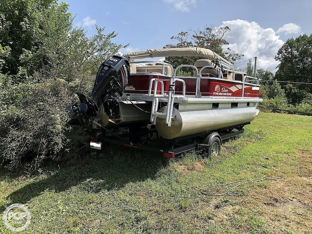 2018 Sun Tracker boat for sale, model of the boat is BASS BUGGY 18 DLX & Image # 10 of 12