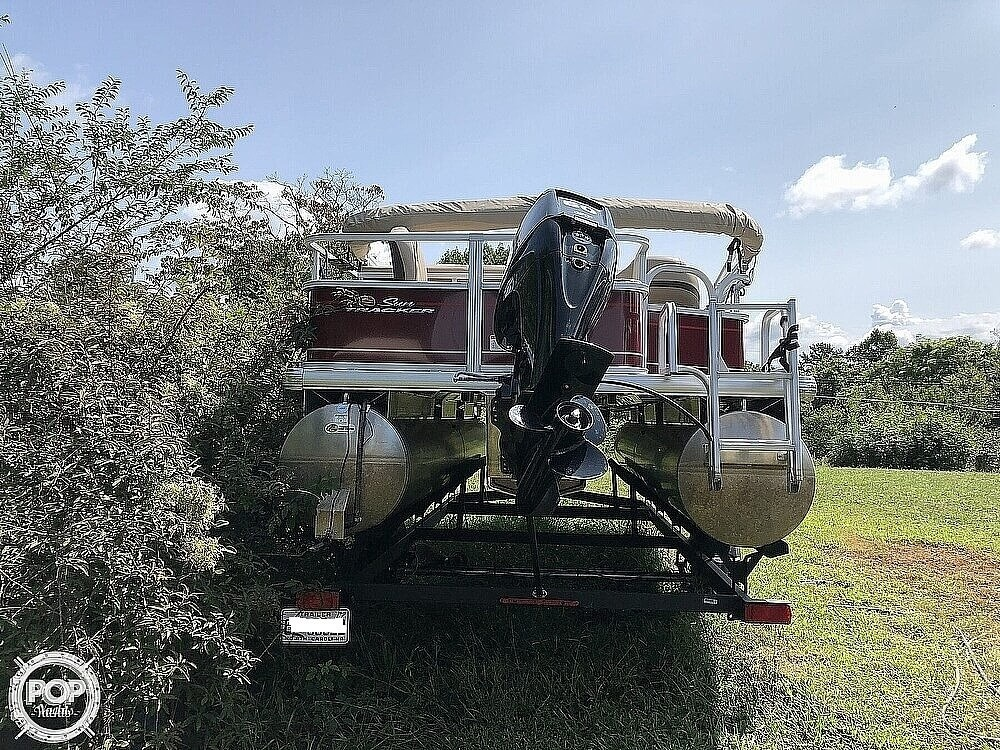 2018 Sun Tracker boat for sale, model of the boat is BASS BUGGY 18 DLX & Image # 11 of 12