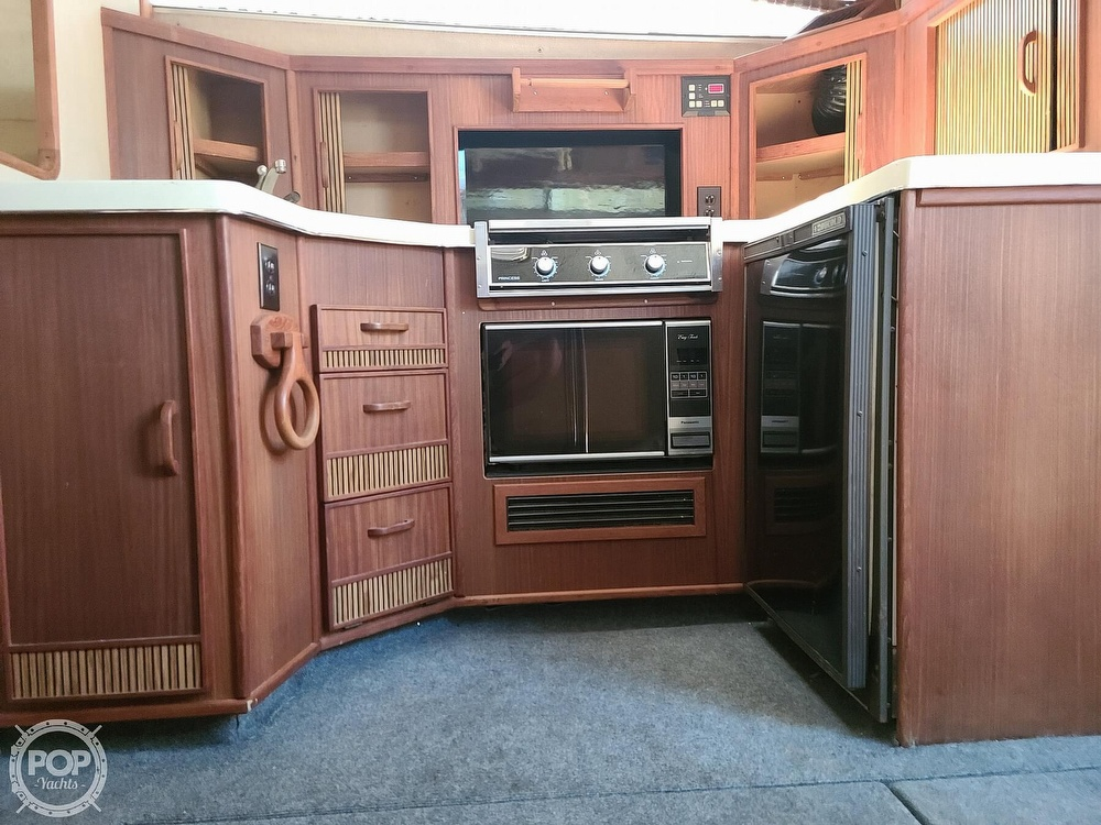 1986 Sea Ray boat for sale, model of the boat is 340 Sundancer & Image # 8 of 40