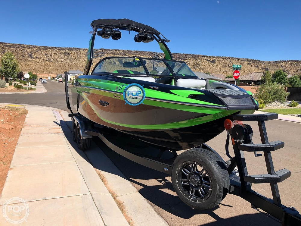 2016 Centurion boat for sale, model of the boat is Ri237 & Image # 4 of 11