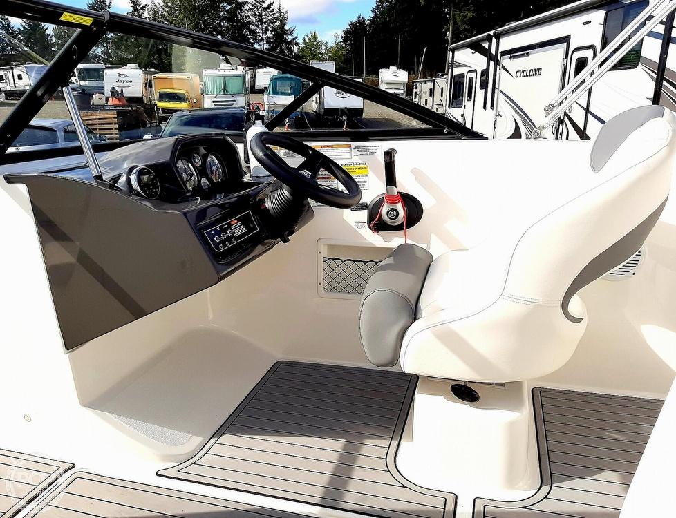 2018 Bayliner boat for sale, model of the boat is vr5 & Image # 15 of 40