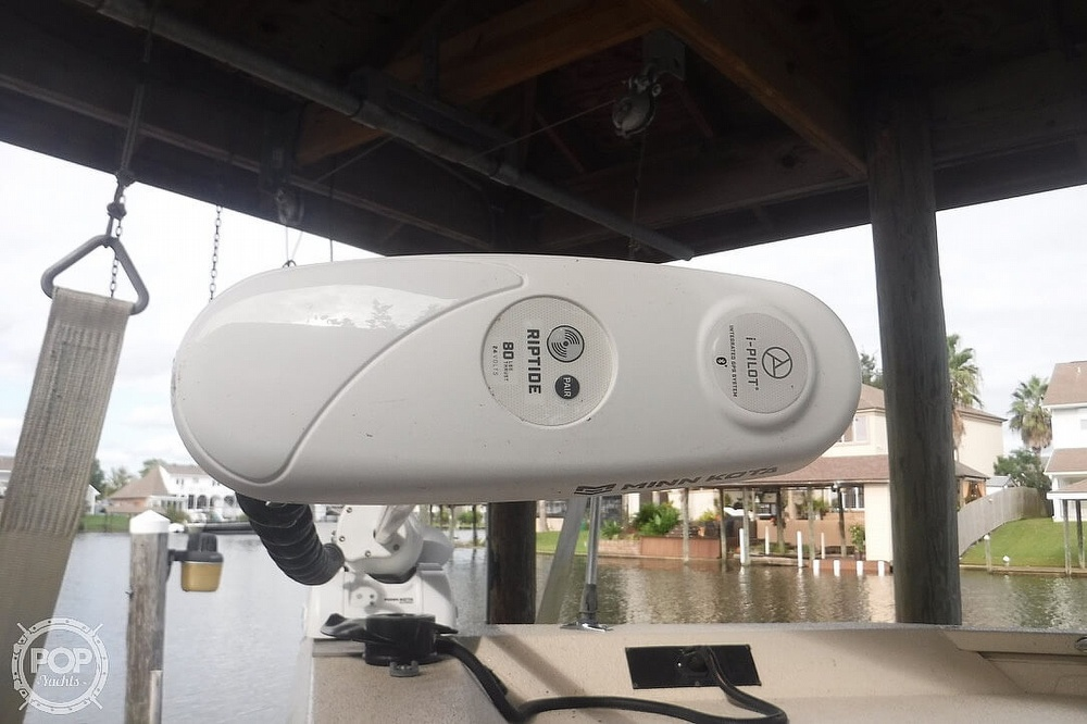 2011 Xpress boat for sale, model of the boat is H20CC Hyperlift & Image # 10 of 41