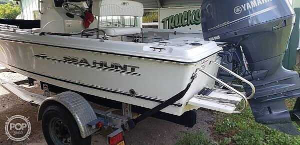 2010 Sea Hunt boat for sale, model of the boat is Bx19 & Image # 2 of 7