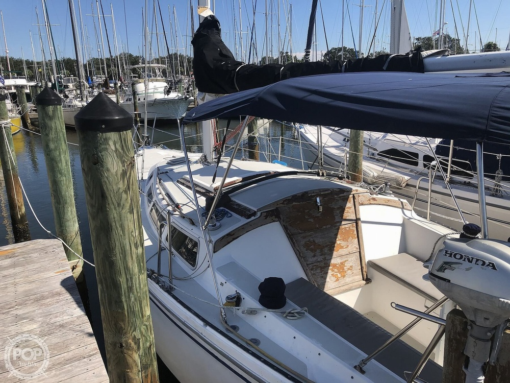 1986 Catalina Yachts boat for sale, model of the boat is 30 & Image # 13 of 40
