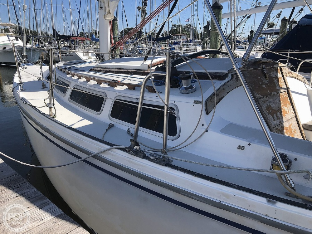 1986 Catalina Yachts boat for sale, model of the boat is 30 & Image # 15 of 40