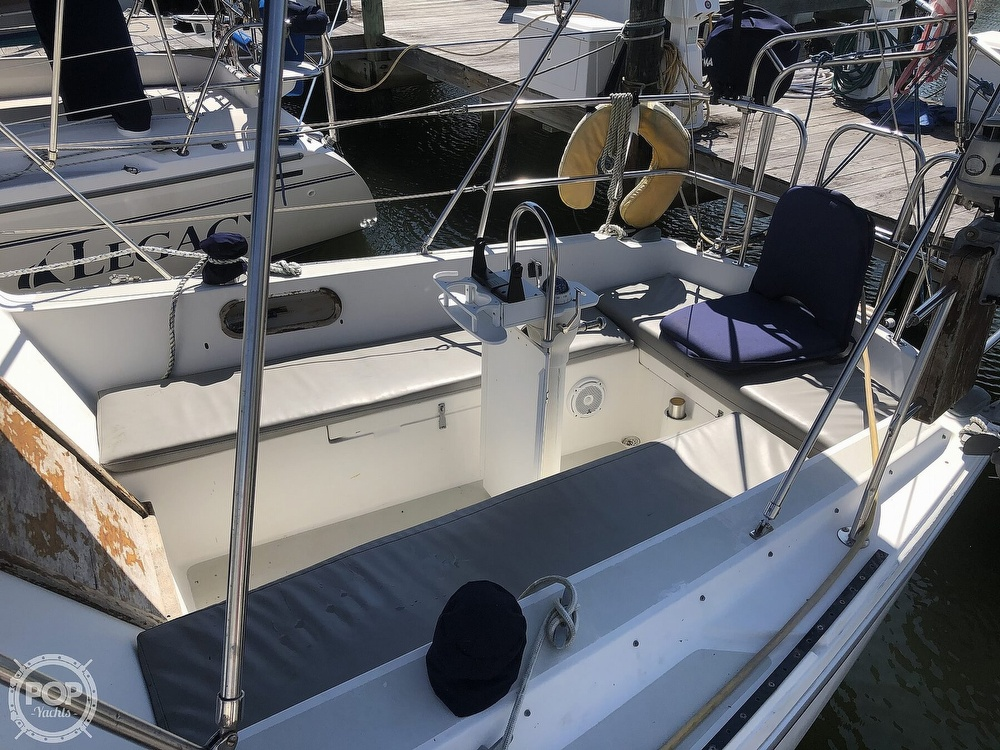 1986 Catalina Yachts boat for sale, model of the boat is 30 & Image # 19 of 40