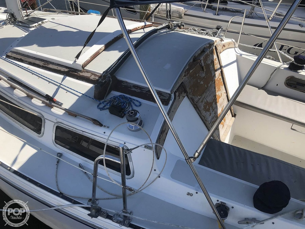 1986 Catalina Yachts boat for sale, model of the boat is 30 & Image # 20 of 40