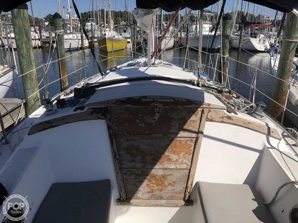 1986 Catalina Yachts boat for sale, model of the boat is 30 & Image # 22 of 40