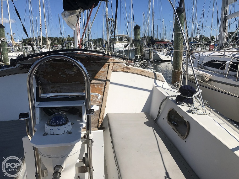 1986 Catalina Yachts boat for sale, model of the boat is 30 & Image # 23 of 40
