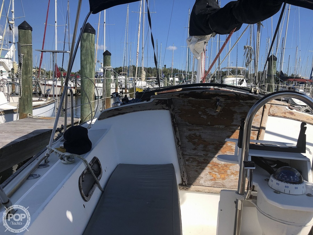 1986 Catalina Yachts boat for sale, model of the boat is 30 & Image # 24 of 40