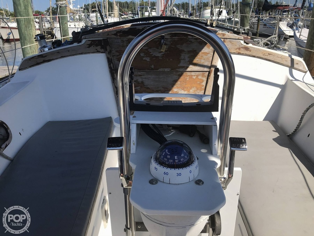 1986 Catalina Yachts boat for sale, model of the boat is 30 & Image # 25 of 40