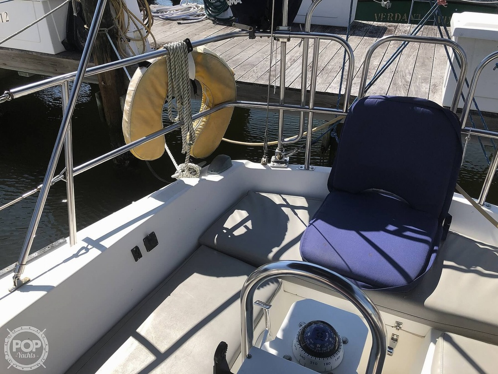 1986 Catalina Yachts boat for sale, model of the boat is 30 & Image # 27 of 40