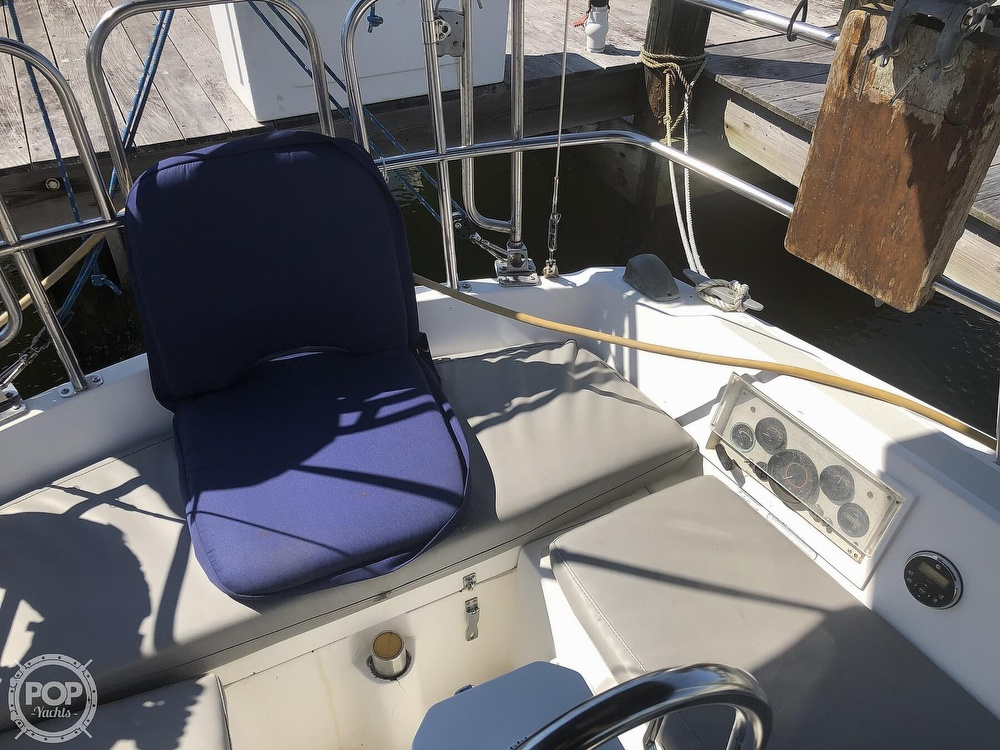 1986 Catalina Yachts boat for sale, model of the boat is 30 & Image # 28 of 40