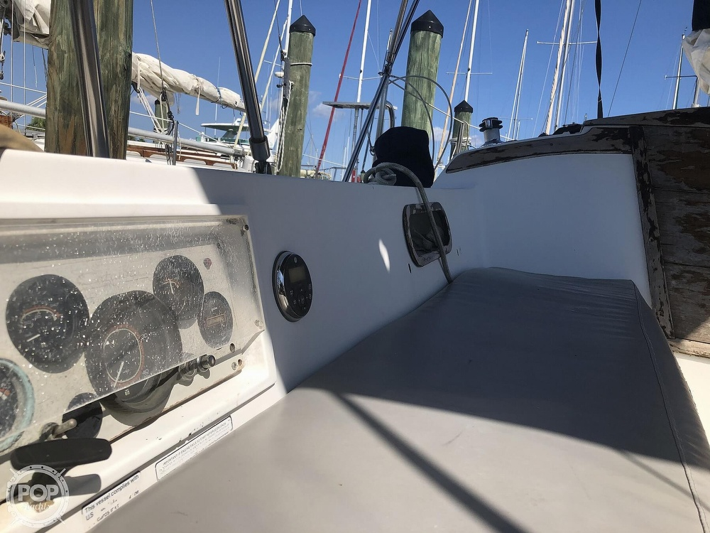 1986 Catalina Yachts boat for sale, model of the boat is 30 & Image # 32 of 40