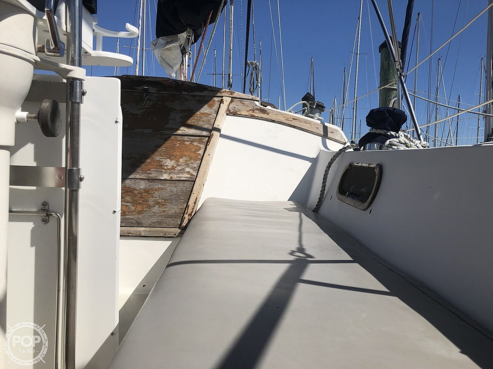 1986 Catalina Yachts boat for sale, model of the boat is 30 & Image # 33 of 40