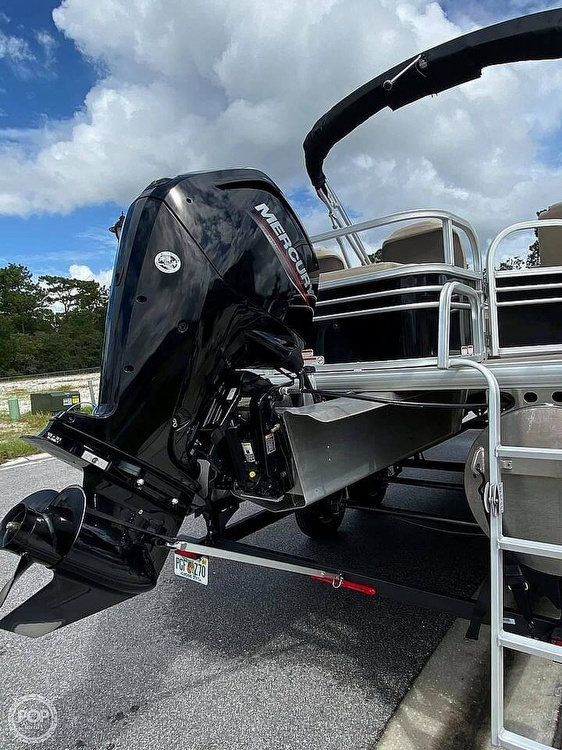 2020 Sun Tracker boat for sale, model of the boat is Fishin Barge 22 DLX & Image # 5 of 9