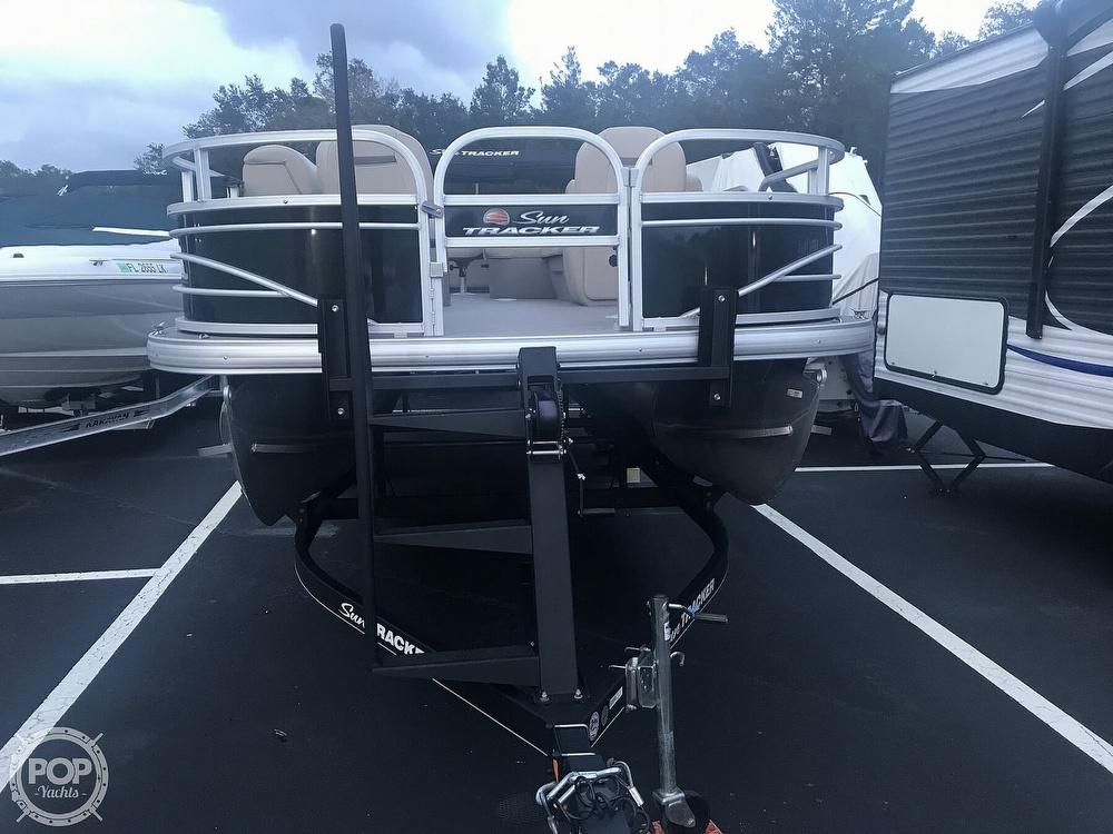 2020 Sun Tracker boat for sale, model of the boat is Fishin Barge 22 DLX & Image # 7 of 41