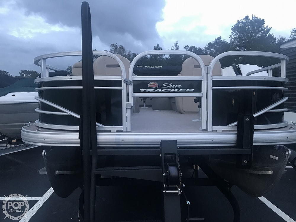 2020 Sun Tracker boat for sale, model of the boat is Fishin Barge 22 DLX & Image # 10 of 41