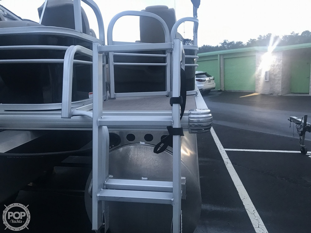 2020 Sun Tracker boat for sale, model of the boat is Fishin Barge 22 DLX & Image # 21 of 41