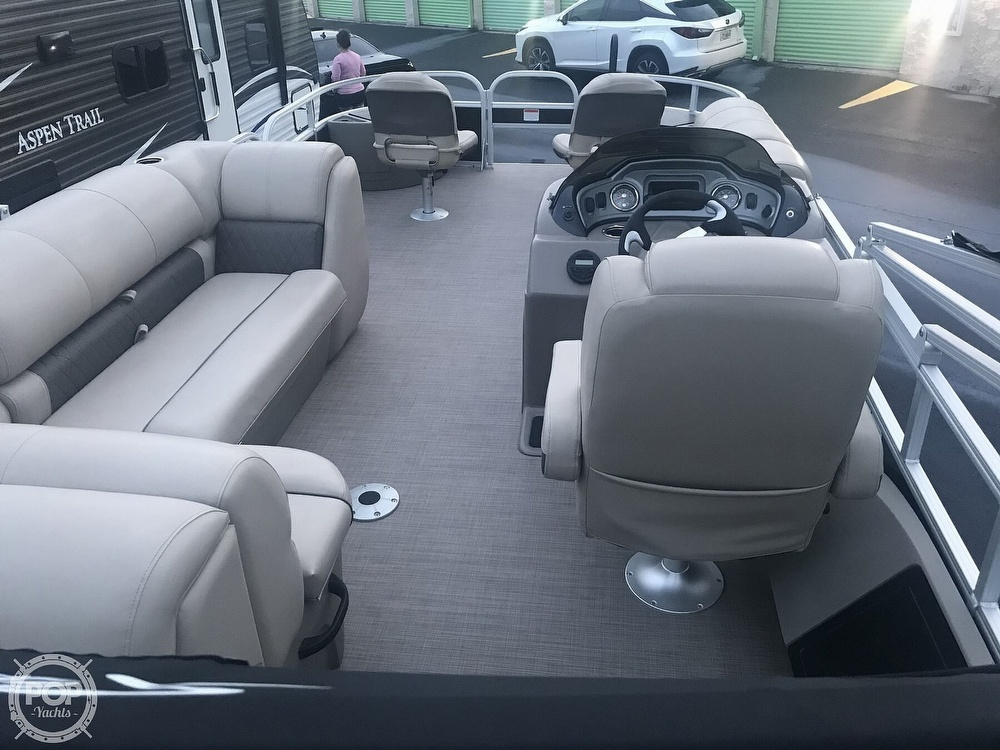 2020 Sun Tracker boat for sale, model of the boat is Fishin Barge 22 DLX & Image # 33 of 41