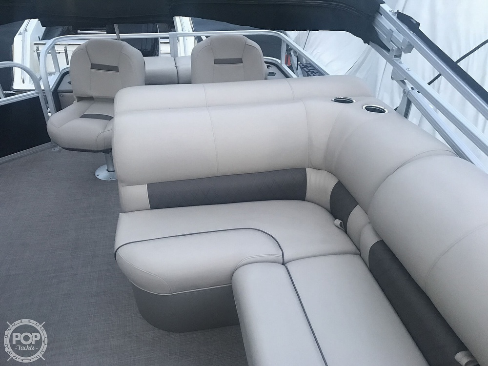 2020 Sun Tracker boat for sale, model of the boat is Fishin Barge 22 DLX & Image # 39 of 41