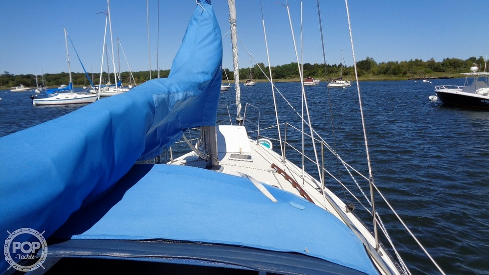 1985 Catalina Yachts boat for sale, model of the boat is 30 Tall Rig & Image # 17 of 41